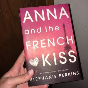 Anna and The French Kiss Paperback Book